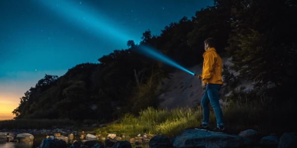 As 6 Melhores Lanternas Táticas para Cada Pessoa em 2020