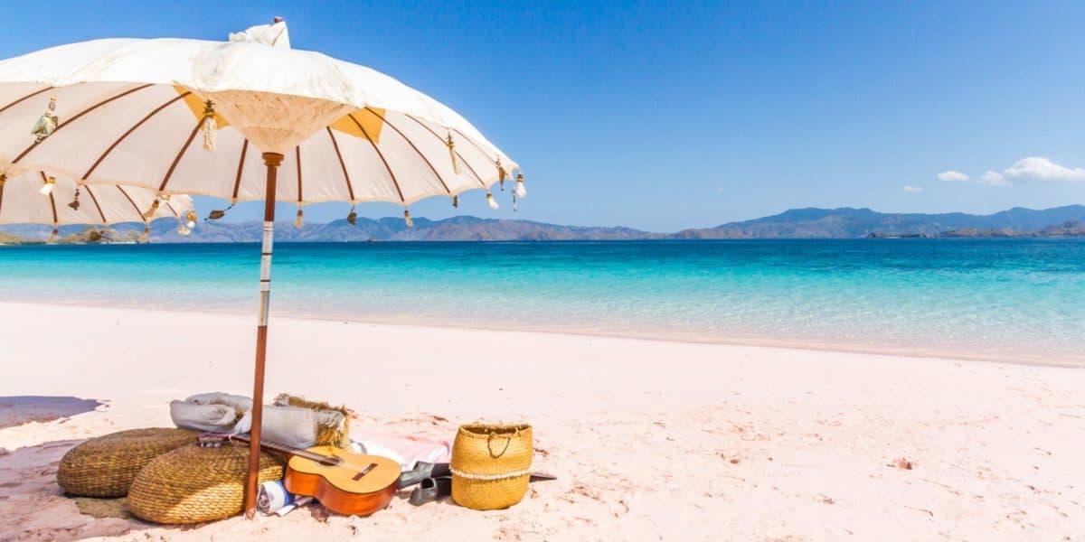 Para a praia, uma base móvel como a saca areia é a melhor opção.
