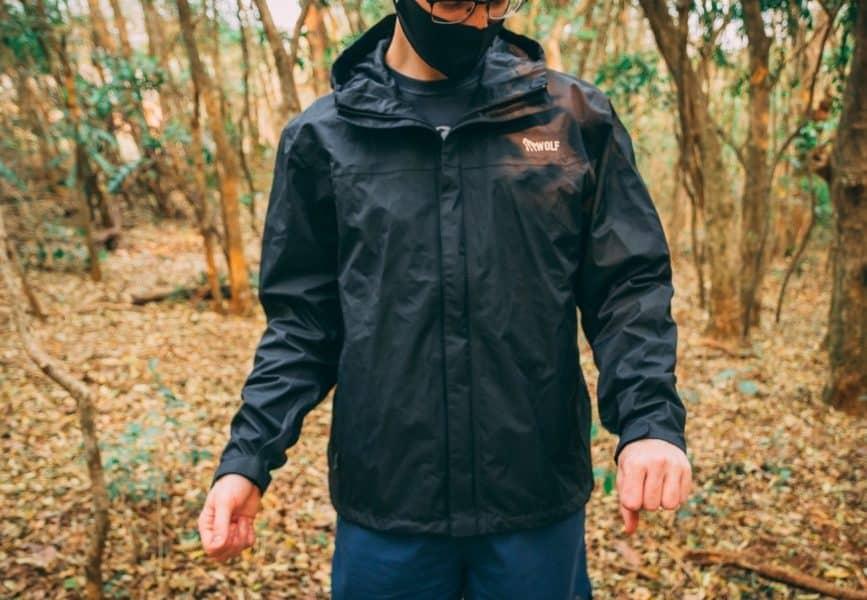 Jaqueta compacta e minimalista para o dia a dia
